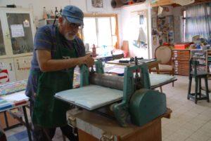 מכבש הדפס בסטודיו